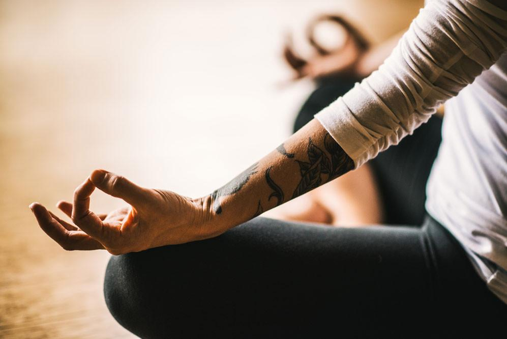 Méditation 101: Techniques, avantages et guide pour débutants