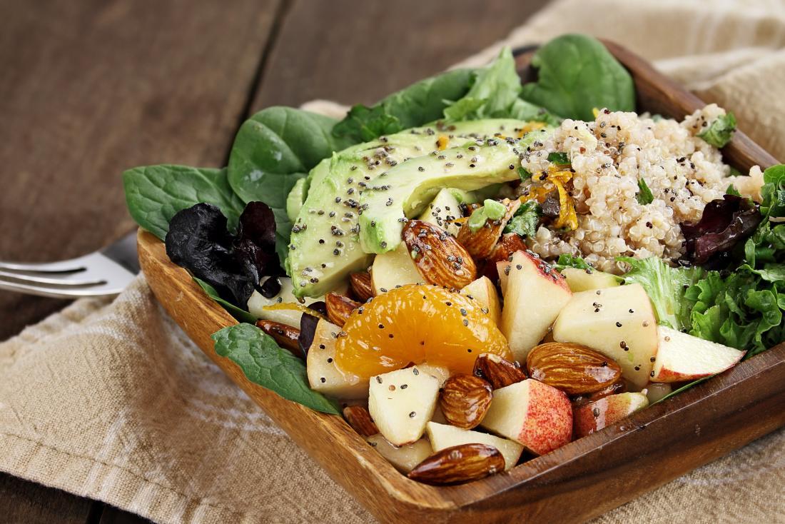 salade de légumes fruits et noix
